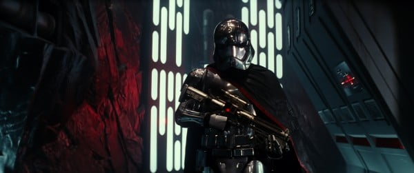 force awakens captain phasma in hallway