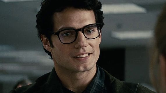 glasses-first-look-at-henry-cavill-as-clark-kent-in-batman-v-superman-set-photo