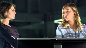 arrow thea and laurel guard the lair
