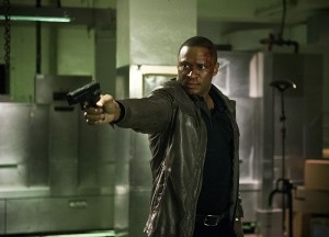 arrow diggle holding gun