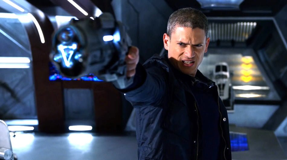 lot captain cold holding gun HEADER