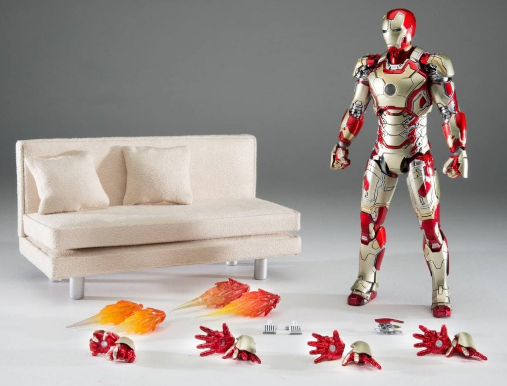 Comicave-Iron-Man-Mark-42-with-Couch-001