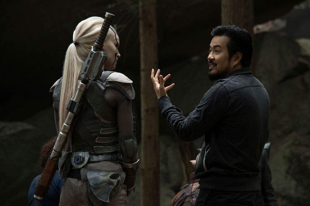 Sofia-Boutella-and-Justin-Lin-in-Star-Trek-Beyond