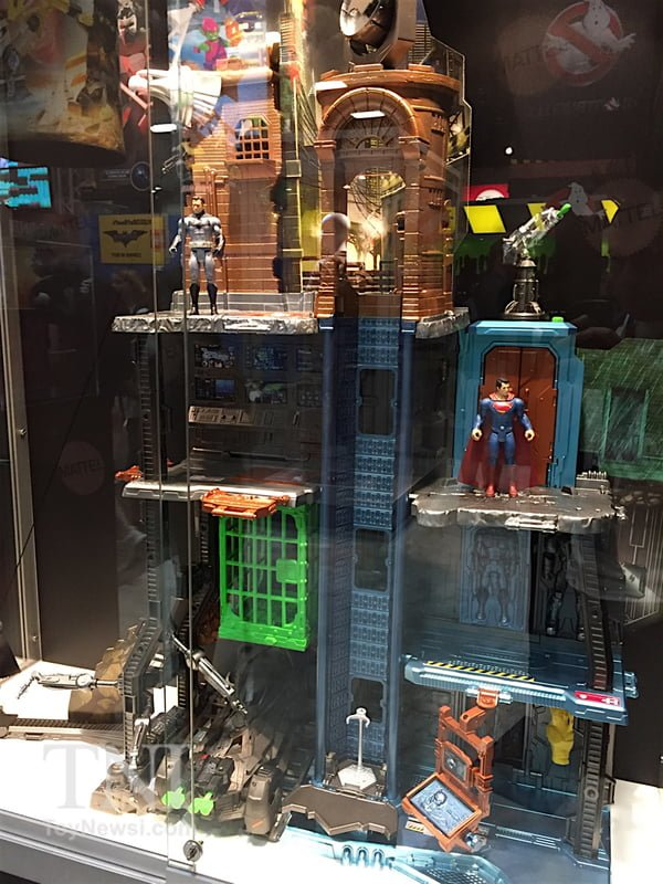 00_DC_Multiverse_Playset01__scaled_600