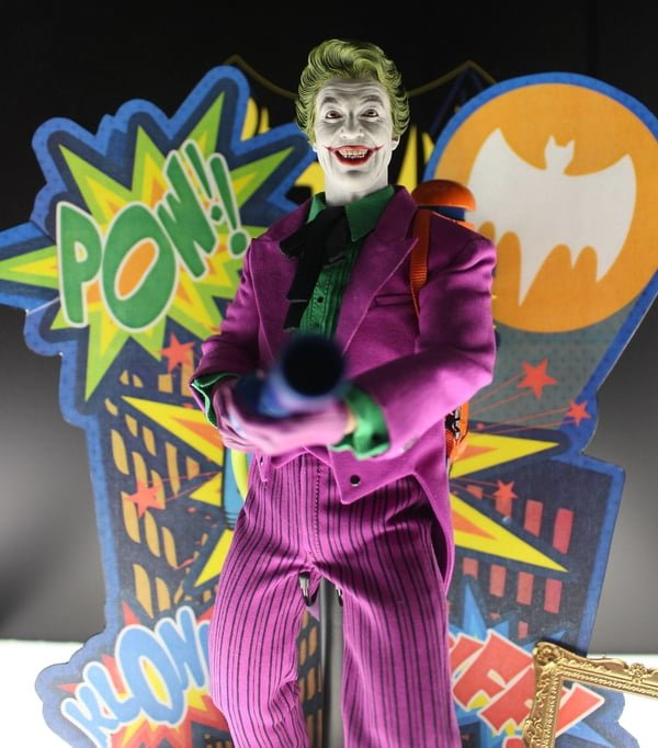 hot_toys_classic_joker_01__scaled_600