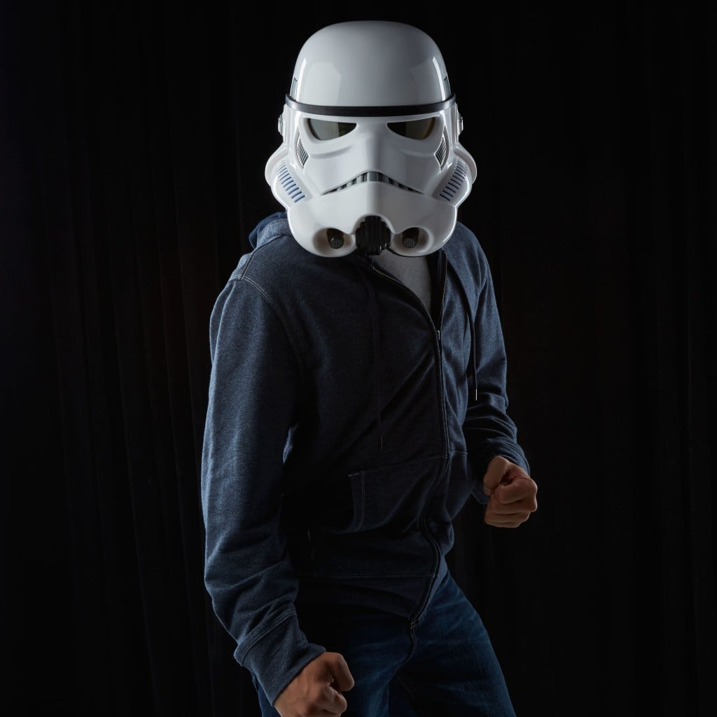 STAR-WARS-THE-BLACK-SERIES-IMPERIAL-STORMTROOPER-ELECTRONIC-VOICE-CHANGER-HELMET-3