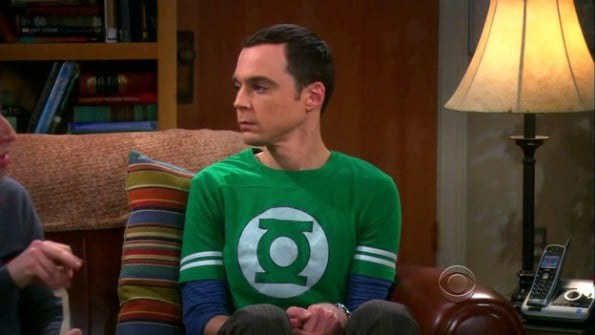 tv-the_big_bang_theory-2007_-sheldon_cooper-jim_parsons-tshirts-s03e18-green_lantern_tshirt-595x335