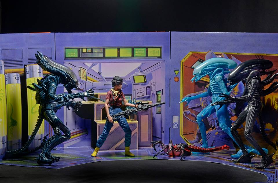 NECA-Alien-Club-Diorama-002