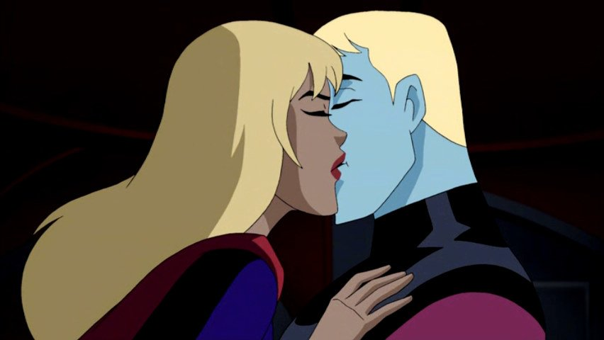Supergirl_and_Brainiac_5_Kiss