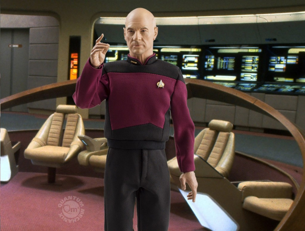 QMX-Star-Trek-TNG-Captain-Picard-Figure-002