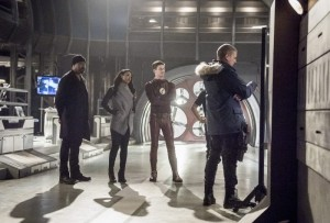 Barry brings Snart to the lab and fills everyone in on the plan.