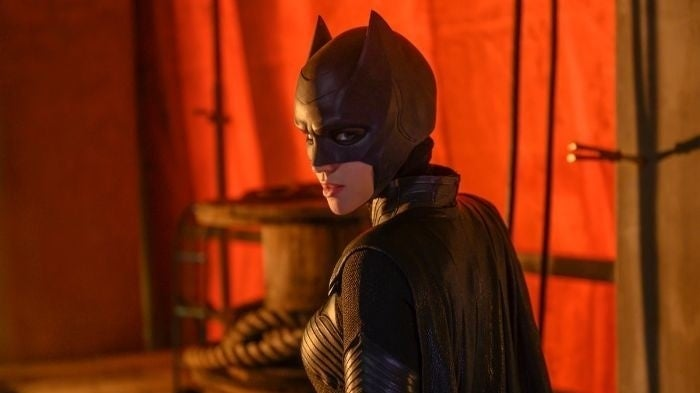 Batwoman: New Images Show Kate Won't Wear Her Red Wig In Early Episodes
