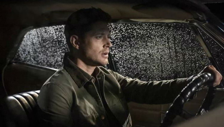 Supernatural : Dean driving to their next case