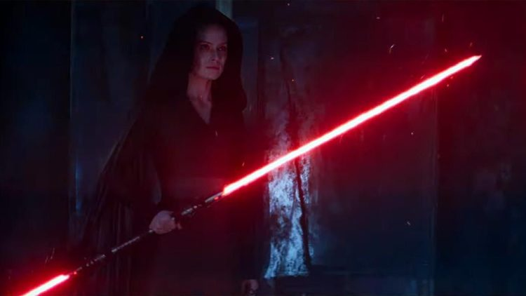 Star Wars: The Rise Of Skywalker Rey holding double lightsaber