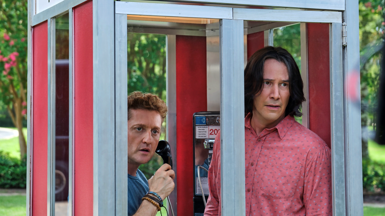 Bill & Ted Face The Music : Keanu Reeves and Alex Winters in a phone box