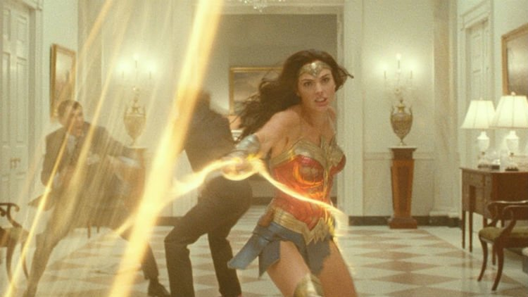 Wonder Woman 1984: Wonder Woman with her golden lasso