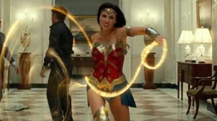 Wonder Woman 1984 screen shot of Wonder Woman and her golden lasso